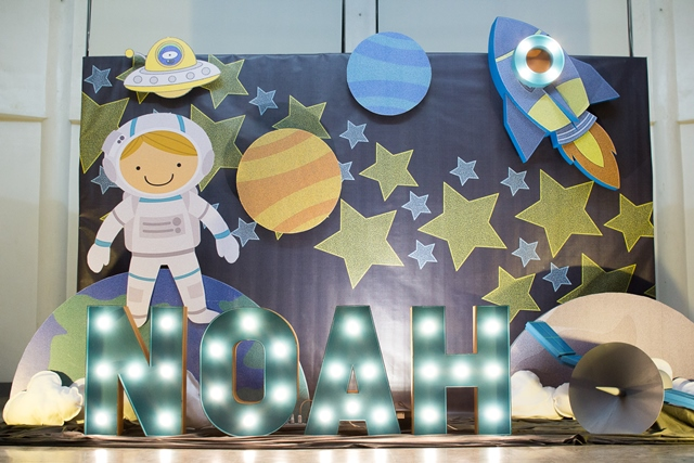 Noah s outer space themed party 1st birthday party for Outer space stage design